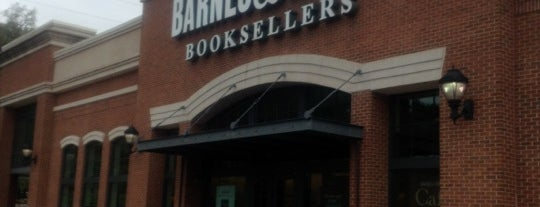 Barnes & Noble is one of Locais curtidos por Kimberly.