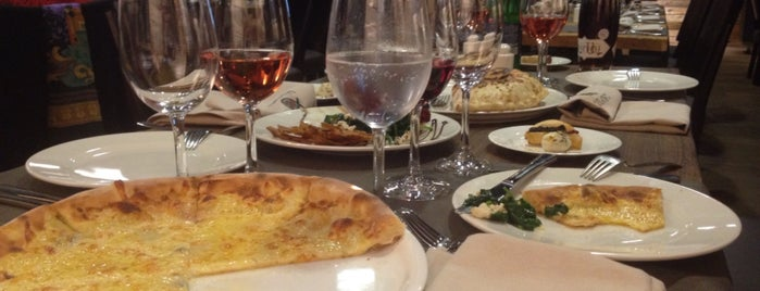 Anoush Restaurant is one of สถานที่ที่ Syuzi ถูกใจ.