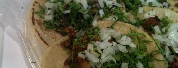 Tacos El Amigo is one of Locais curtidos por Cris.