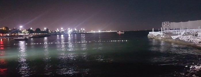 Suadiye Marina Beach is one of Lugares favoritos de k&k.