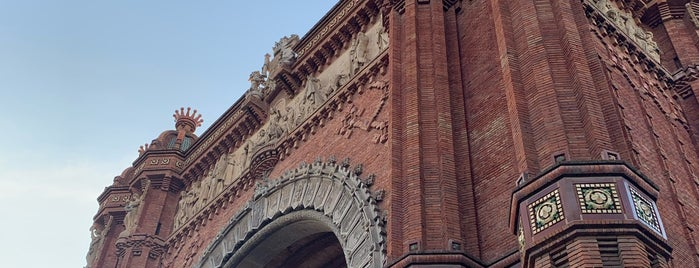 L'Arc de Triomf is one of Barcelona.