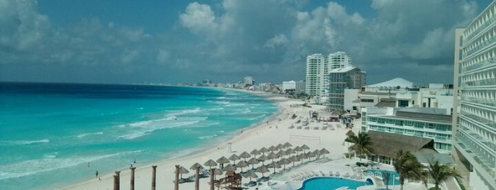 Krystal Cancún is one of Locais curtidos por Mike.