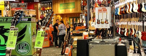 Guitar Center is one of Orte, die Jose gefallen.