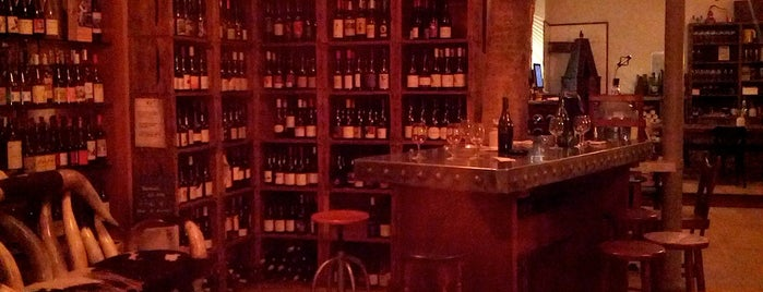 La Cave de l'Insolite is one of Paris by wineさんのお気に入りスポット.
