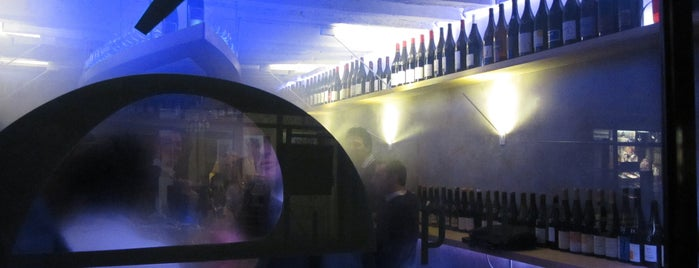 Épure is one of The VERY best wine bars in Paris.