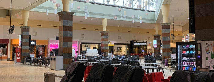 Smith Haven Mall Food Court is one of Reg.