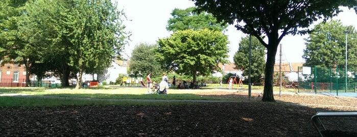 Chelsea park is one of Lugares favoritos de Carl.