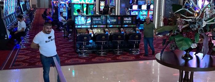 Acapulco Casino is one of Posti che sono piaciuti a Nur.