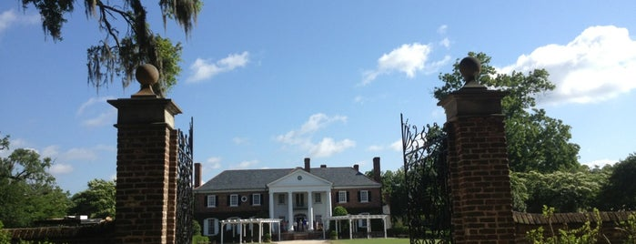 Boone Hall Plantation is one of Historic Sites - Museums - Monuments - Sculptures.