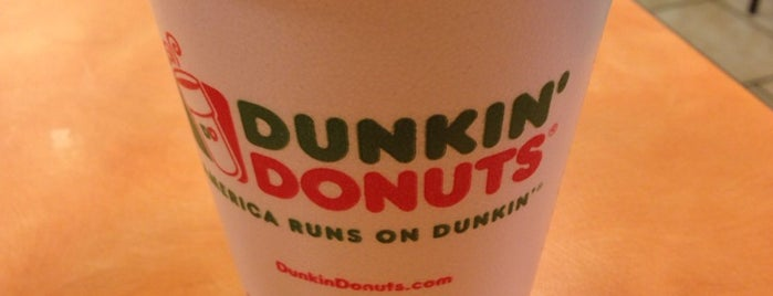 Dunkin' is one of Lugares favoritos de Cindy.