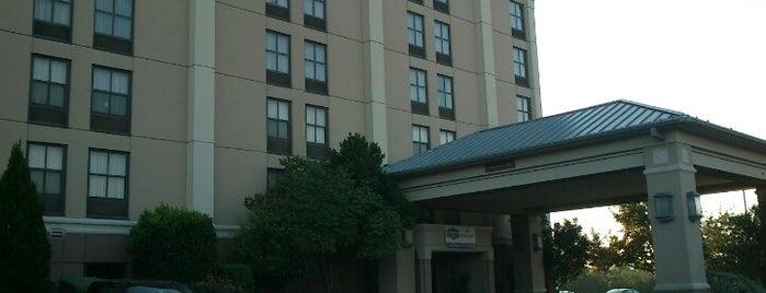 Hampton Inn by Hilton is one of Tempat yang Disukai Matt.