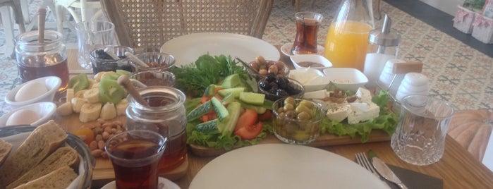 Cafe Nurya is one of Mehmet 님이 좋아한 장소.