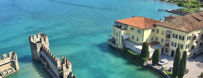 Sirmione is one of Lugares favoritos de Sandybelle.