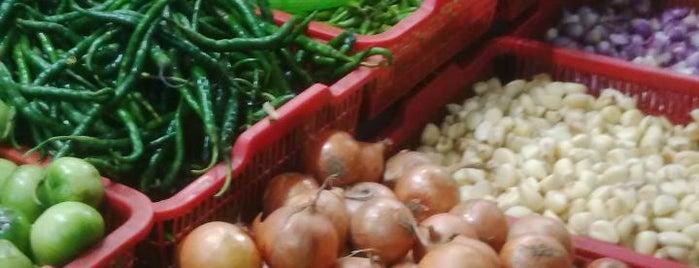 Pasar Inpres Pondok Bambu is one of Lugares favoritos de cicik.