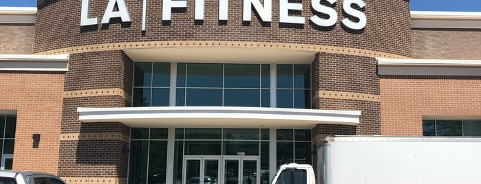 LA Fitness is one of Orte, die Social gefallen.