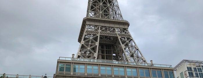 Eiffel Tower is one of Tempat yang Disukai SV.