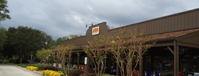Cracker Barrel Old Country Store is one of Orte, die Shenan gefallen.