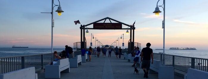 Belmont Veterans Memorial Pier is one of LA Haunts.