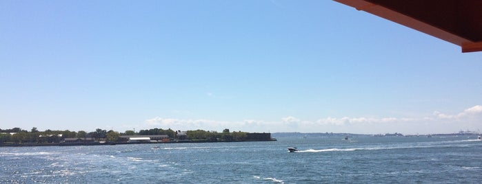 Staten Island Ferry Boat - Samuel I. Newhouse is one of สถานที่ที่ IrmaZandl ถูกใจ.