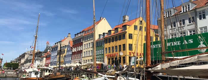 Nyhavn is one of Orte, die IrmaZandl gefallen.