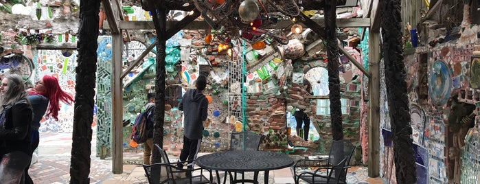 Philadelphia's Magic Gardens is one of Locais curtidos por IrmaZandl.