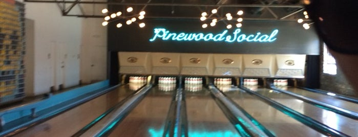 Pinewood Social is one of Orte, die IrmaZandl gefallen.