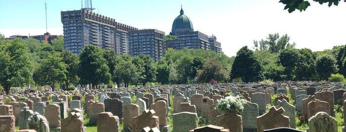 Cimetière Notre-Dame-des-Neiges is one of **Montréal**.