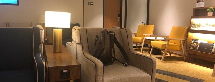 Plaza Premium Lounge is one of Lugares favoritos de Denis.
