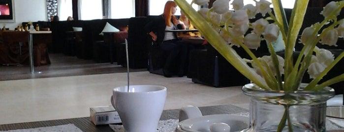 Omar cafe is one of Lieux sauvegardés par Artem.