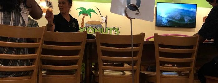 Coconut's Fish Cafe is one of Locais curtidos por Anechka.