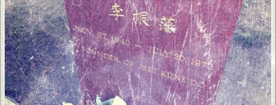 Bruce Lee's Grave is one of Dead Famous People ☠.
