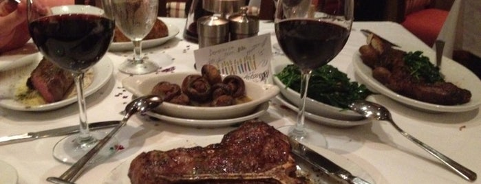 Ruth's Chris Steak House is one of Lieux qui ont plu à Annie.