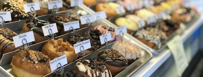 Destination Little Donuts & Cups and Cones is one of Posti salvati di G.