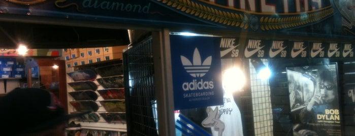 Diamond skate shop is one of Providencia.