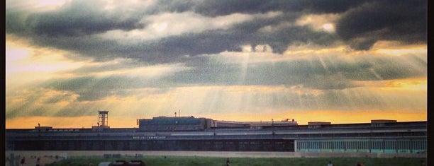 Flughafen Berlin Tempelhof is one of Grünes Berlin.