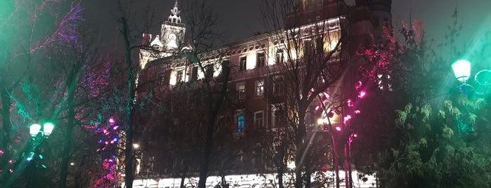 Дом страхового общества «Россия» is one of 100 примечательных зданий Москвы.