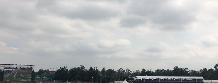 Zona Amarilla F1: is one of Lugares favoritos de Juan Carlos.