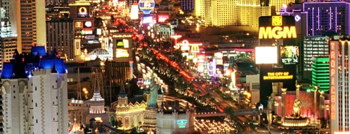 The Las Vegas Strip is one of Tempat yang Disukai Andrew.
