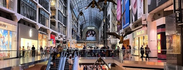 CF Toronto Eaton Centre is one of Lugares favoritos de Alberto.