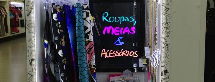 Lado B Loja Colaborativa is one of Lugares favoritos de Andrea.