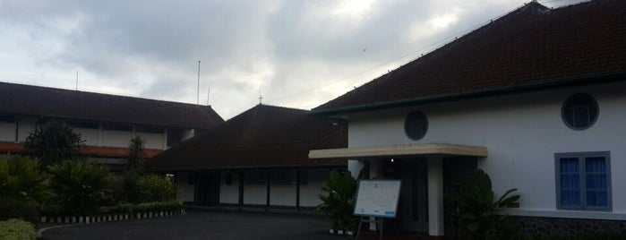 Susteran PMY Dan Dena Upakara is one of Gereja Katolik & Biara di Indonesia.