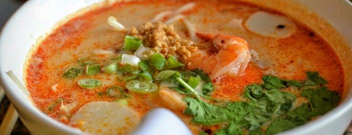 Navin Thai Restaurant is one of สถานที่ที่บันทึกไว้ของ Gabriele.