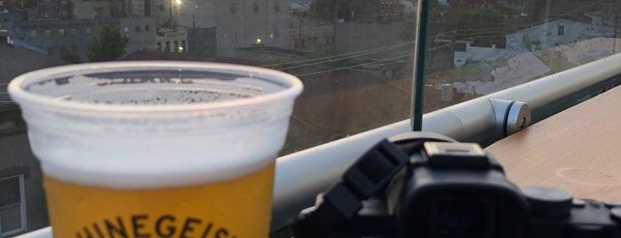 Rhinegeist Rooftop Bar is one of Posti che sono piaciuti a Ted.