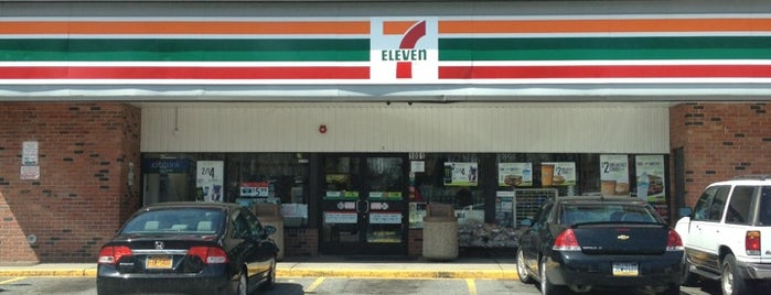 7-Eleven is one of Lieux qui ont plu à Zach.