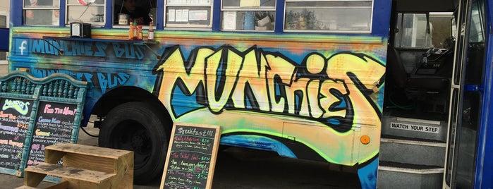 Munchies Bus is one of สถานที่ที่ Taylor ถูกใจ.