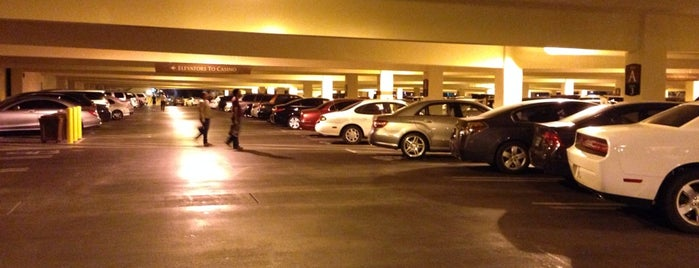 Wynn Self-Parking Garage is one of Posti che sono piaciuti a Carla.