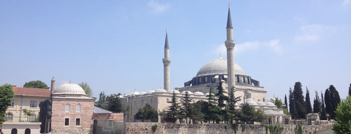 Yavuz Sultan Selim Camii is one of Carl 님이 좋아한 장소.