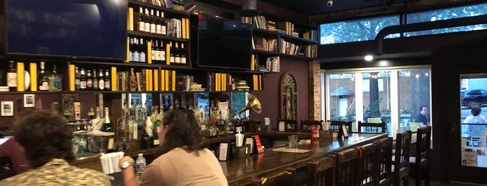 Library Tavern is one of Lugares favoritos de John.