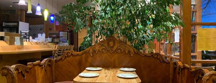 Grocery Cafe is one of Locais salvos de Paresh.