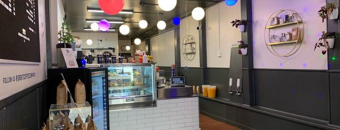 Orbit Coffee & Kitchen is one of Ryan'ın Beğendiği Mekanlar.